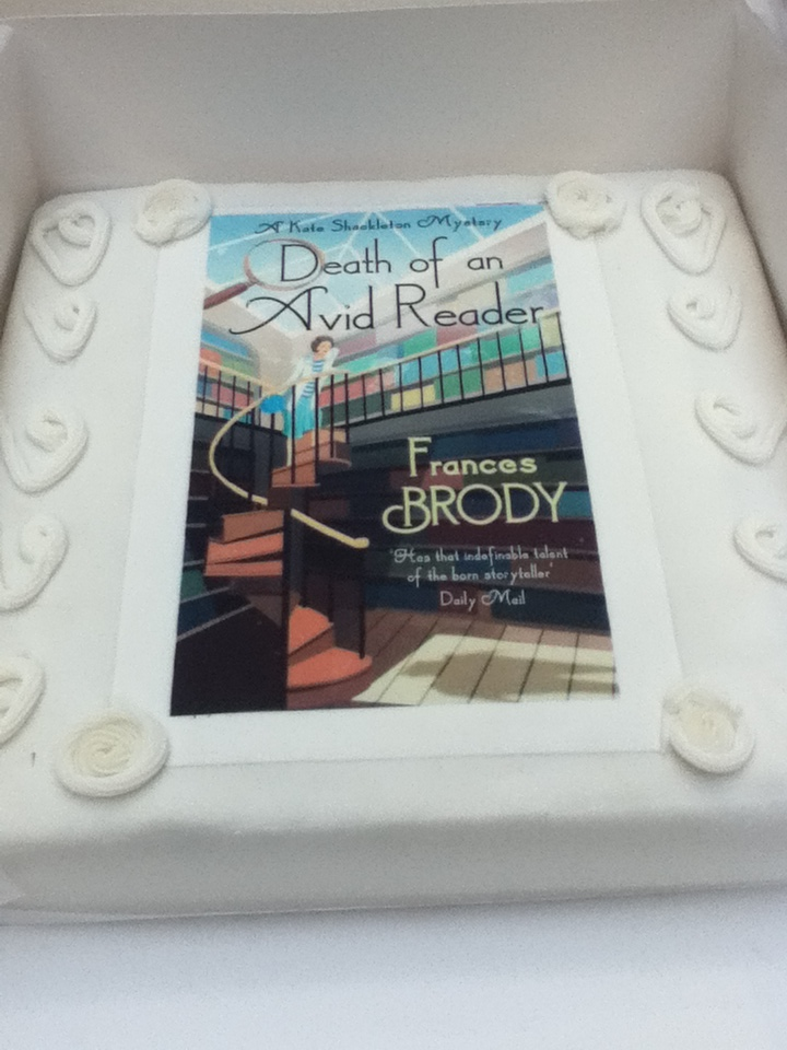 Death of an Avid Reader as an iced fruitcake (2)
